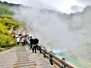 玉川温泉源流部(秋田県千北市)。 湯治場としても有名ですが、強酸性の温泉でもあり、農業・工業用水への転用に伴う中和事業によりいくつかの問題が発生しました