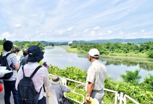 秋田県大仙市刈和野・三日月湖である乙越沼。 雄物川の河道変更によって出来た残存湖です